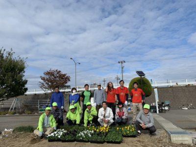 犀川の河川敷の清掃・花苗植えを行いました!