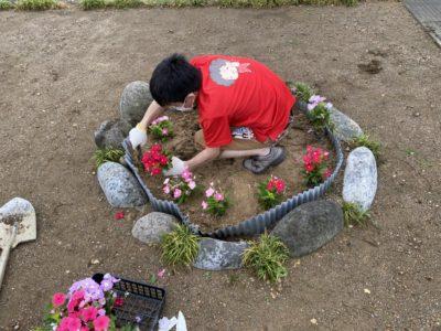 犀川河川敷花苗植えボランティアを実施しました(^^)
